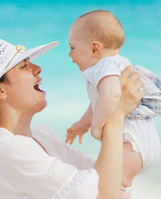 שגרה חדשה לאחר לידה - טיפים ליציבה נכונה בחיי היומיום