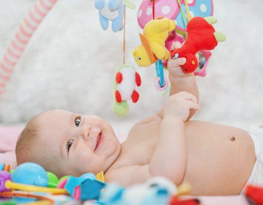 מוצרים מוסיקליים לתינוקות בשלבי התפתחות